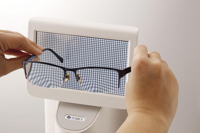 Support pour faciliter la recherche des marques sur les verres